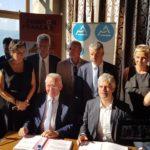 Jean Denais et Laurent Wauquiez, lors de la signature de l'avenant à la convention de coopération métropolitaine du Genevois français, lundi 16 juillet 2018 en mairie de Thononles- Bains.